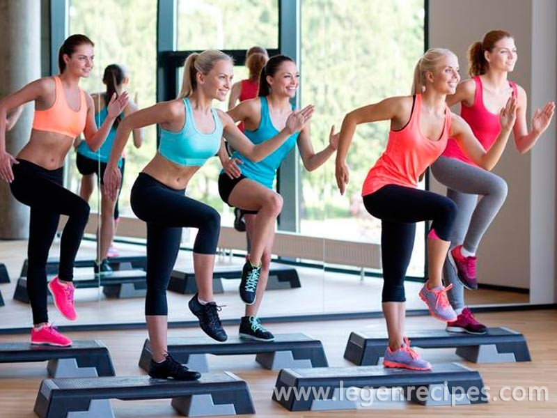 Tip of the Day from the X-Fit: to become slender legs, practice step aerobics