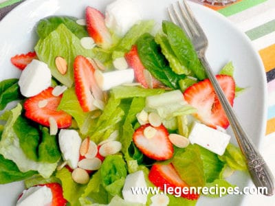 Salad with a mozzarella spinach and strawberry