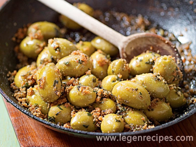Green Olives with Spicy Bread Crumbs